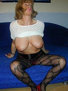 Offenherzige sexy Omi