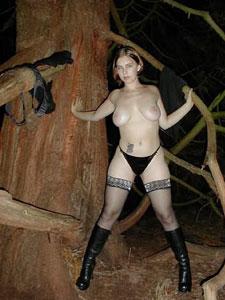 Single Emanuela steht auf alte Rituale