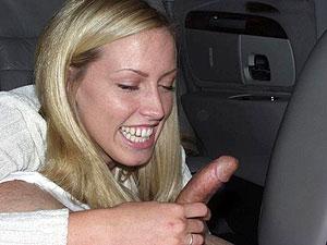 Parkplatzbläserin bietet sensationellen Oralsex