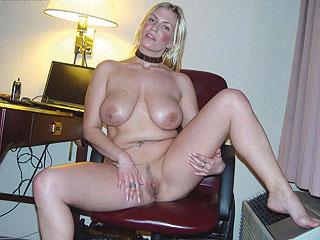 Leicht vulgäre Hausfrau will mit Dir viel Spaß haben!